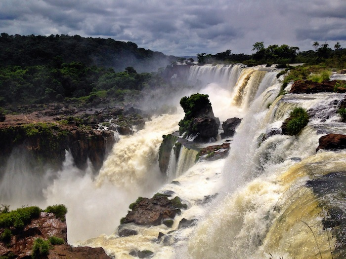 Getting to Iguazu Falls Argentina aroundtheworldwithjustin.com
