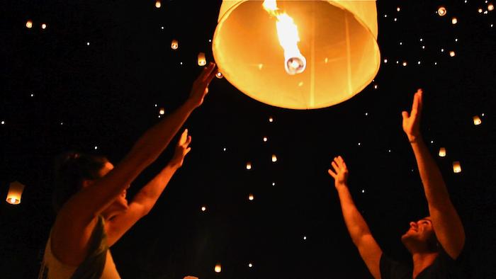 Thailand Yi Peng Festival lantern Chiang Mai aroundtheworldwithjustin.com