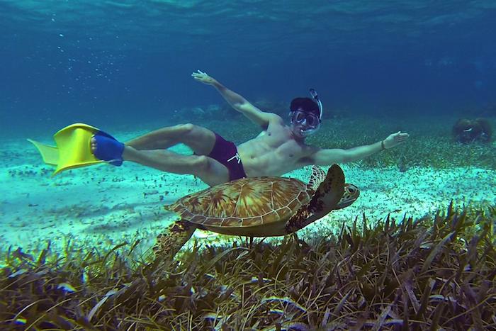 Caye Caulker Belize snorkeling 6 pack body aroundtheworldwithjustin.com