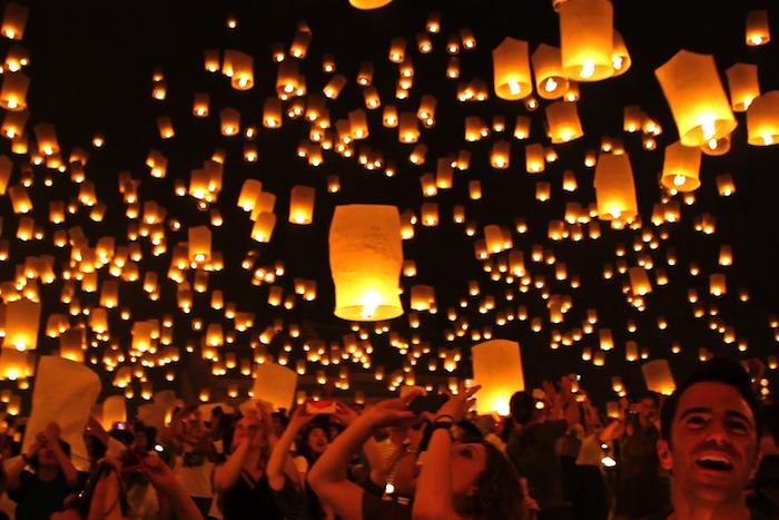 Thailand Yi Peng Festival lantern release Chiang Mai aroundtheworldwithjustin.com