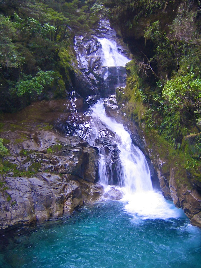 Queenstown must do list New Zealand Milford Sound aroundtheworldwithjustin.com