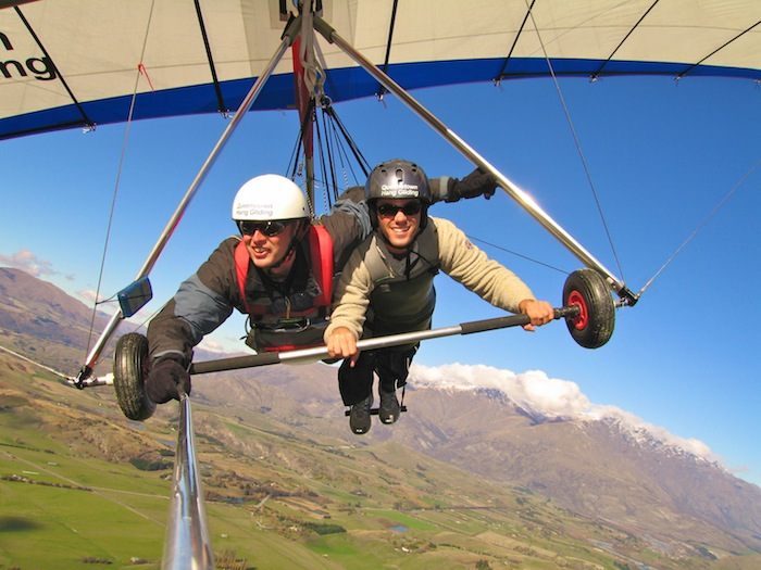 Queenstown must do list New Zealand Hang Gliding aroundtheworldwithjustin.com