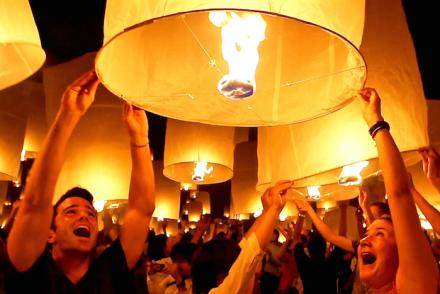 yi peng lantern festival chiang mai