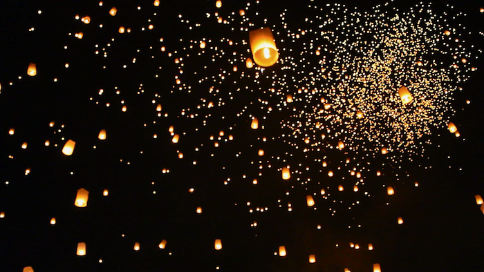 yi peng thai lantern festival chiang mai aroundtheworldwithjustin.com