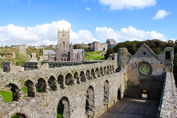 pembrokeshire wales great britain visit britain omgb moments st david's cathedral bishop's palace atwjustin.com