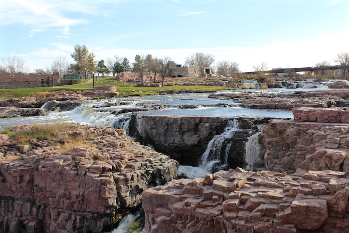 Visit Sioux Falls South Dakota Justin Walter travel writer blogger Falls Park Big Sioux River atwjustin.com