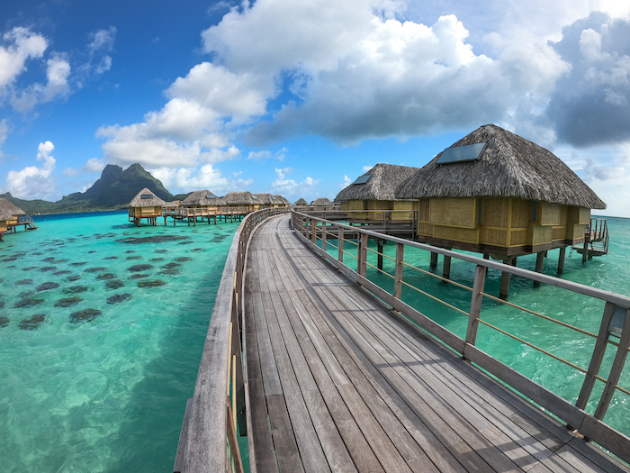 best places to stay in Tahiti overwater bungalows