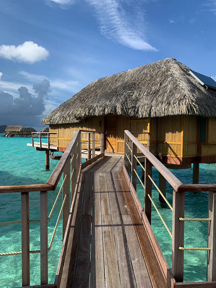 best places to stay in Tahiti overwater bungalow